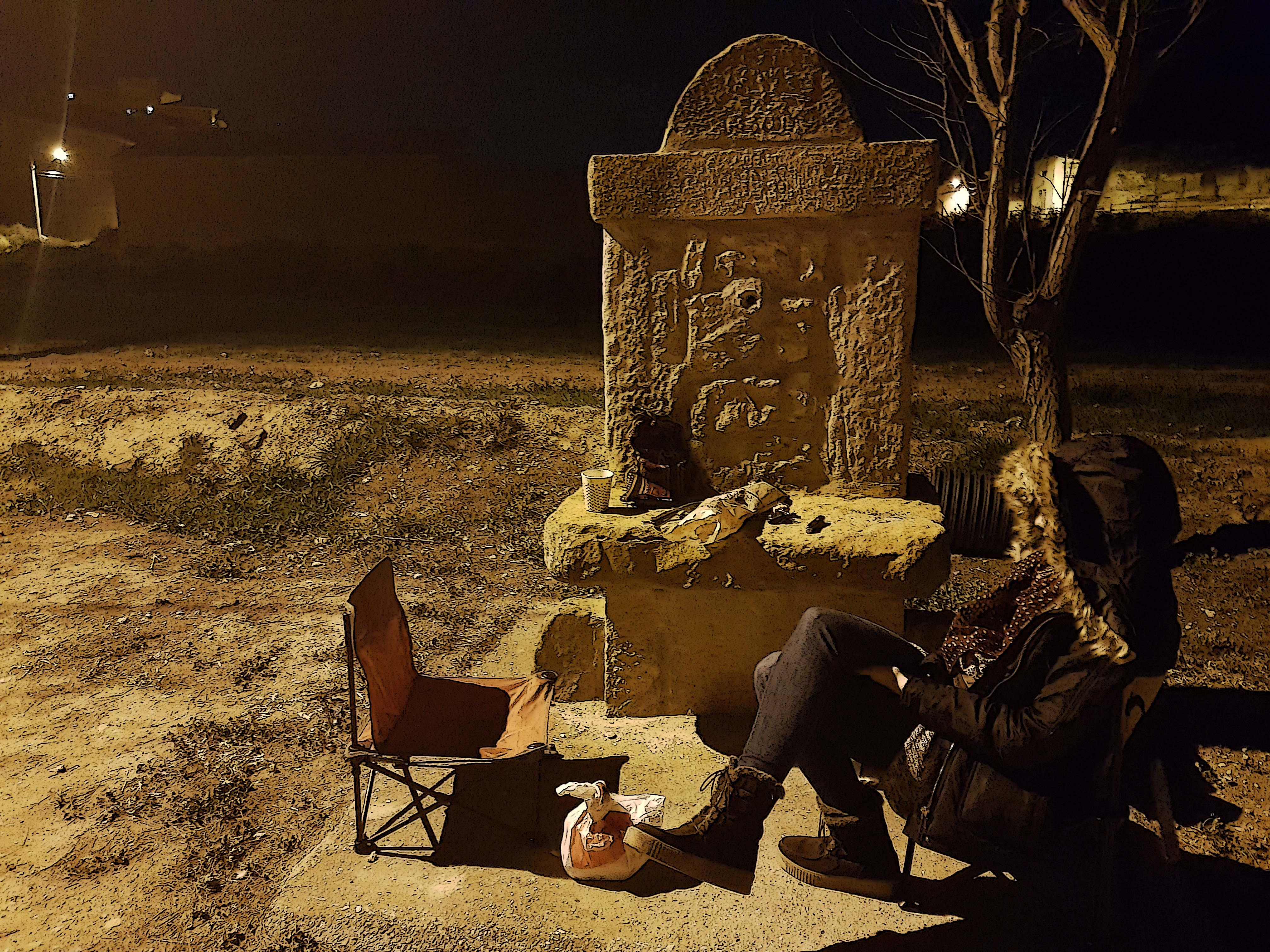 Cenando en la fuente del pueblo